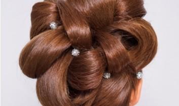 Menyasszonyi frizura ötlet hosszú hajra