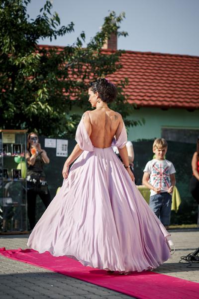 Camilla lila ruha vonulás IMG_6126-1099