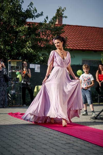 Camilla lila ruha vonulás IMG_6130-1103