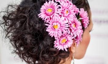 """Frizura ötletek a virágok jegyében """"Játékosan bohém"""""""