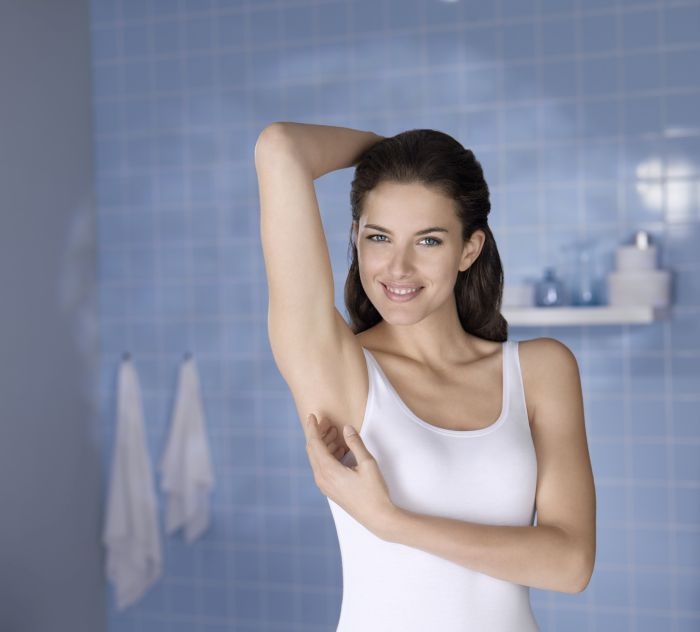 magazinba NDO 15630 Protect Care Female Touching POS.jpg_1654x1494