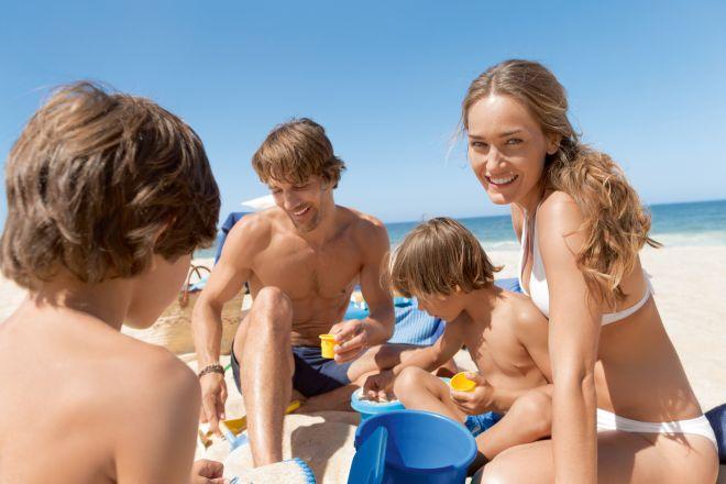 NSU_15629_BLUE_BANG_Protect_Moisture_Family_Calm_Beach_BTL_Screen