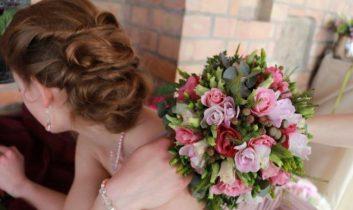 Esküvői frizura ötletek Nemes-Meggyes Zsuzsanna mesterfodrásztól