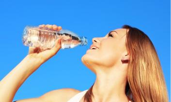 Ételek és italok, amik segíthetnek a narancsbőr ellen!