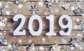 Nagyon boldog, szeretetben, egészségben és sikerekben gazdag új évet kívánunk nektek!