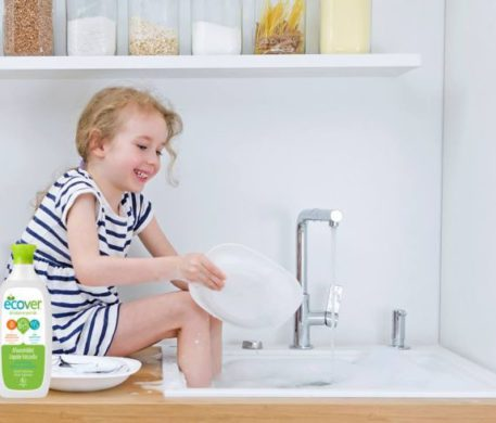 Ecover bőrbarát öko mosó- és tisztítószerekkel könnyen megy az otthonunk tisztán tartása!  Most Ecover ajándékcsomagok is gazdára várnak!